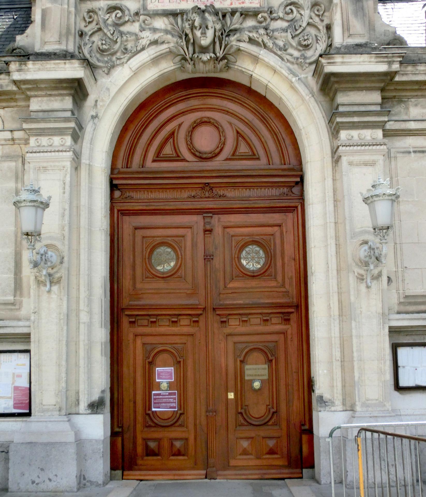 Porte d'entrée Préfecture de Grenoble